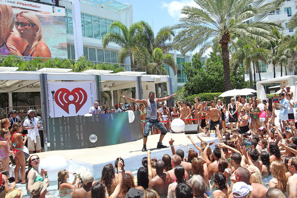 Iheartradio ultimate pool party presented by visit florida for Pool show mi