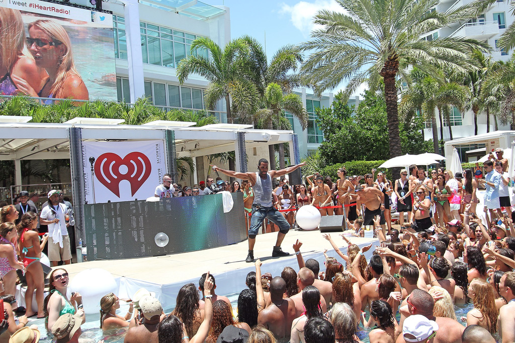 Jason derulo photos photos iheartradio ultimate pool for Pool show michigan