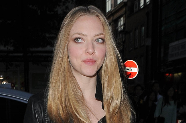 Dress Up Your Basics With Amanda Seyfried's Easy Trick