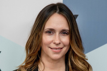 Dear Jennifer Love Hewitt, You Don't Owe Anyone An Apology