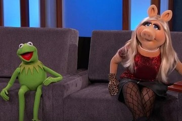 Miss Piggy Debuts Her New Tinder Profile on 'Jimmy Kimmel Live!'