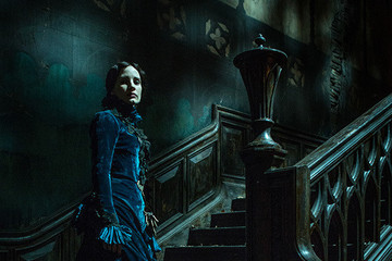 Here's the First Picture of Tom Hiddleston in 'Crimson Peak'