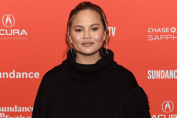 """Chrissy Teigen Incited A Twitter War With Vegetarians After Saying She Prefers Her Bacon With """"Chewy Crispy Fat"""""""
