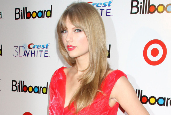 Taylor Swift's Flirty New Fringe