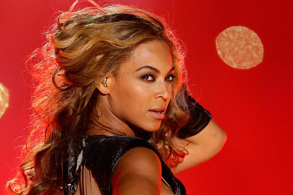 Beyonce Trumps Michelle Obama, Manolo Blahnik Lives in a 'Shoe Mausoleum,' and More!