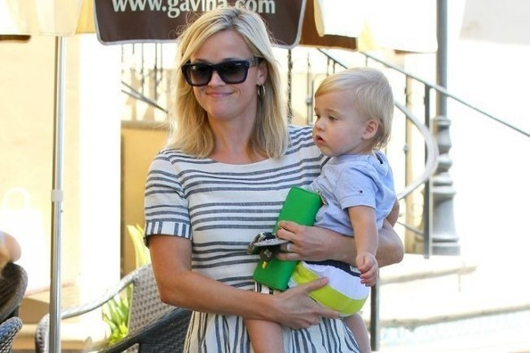 Cute Alert: Reese Witherspoon and Tennessee's Matching Outfits