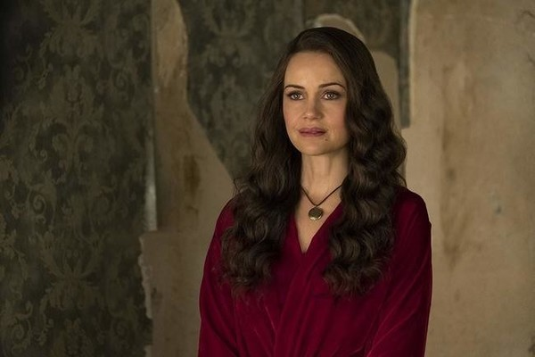 Everything To Know About 'The Haunting Of Hill House,' The Netflix Horror Series Everyone's Talking About