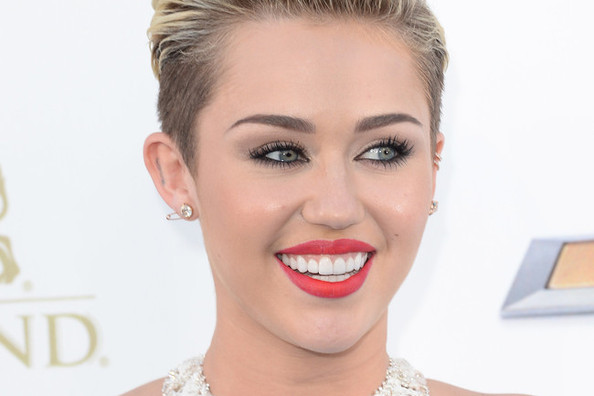 Miley Cyrus's Nude Skincare PSA, How to DIY a Faux Undercut, and More!