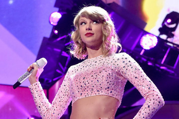 If You Listen to the Leaked Taylor Swift '1989' Album, Are You a Bad Fan?