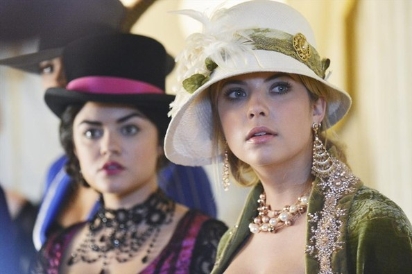 'Pretty Little Liars' Halloween Episode Preview Photos