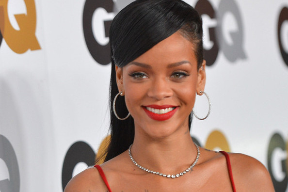 Everyone Is Freaking Out Over Rihanna's MAC Lipstick