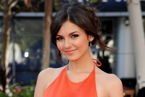 Look of the Day: Victoria Justice's Citrus Gown