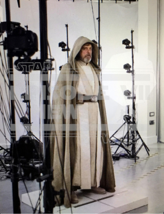 Here S Your First Glimpse Of Luke Skywalker In Episode