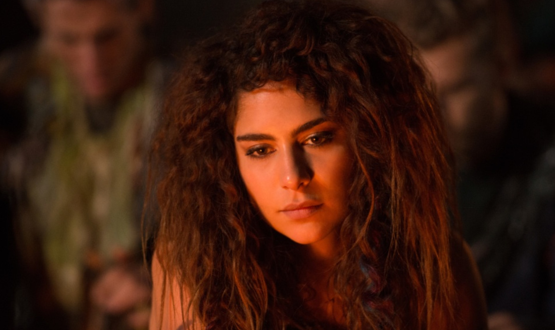 'The 100's Lindsey Morgan Opens Up About Raven's Terrifyingly Uncertain Future, Shipping Raven & Luna, & the Emotional Toll of the Intense Series