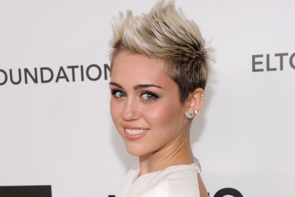 Miley Cyrus Dyed Her Hair Blue! Well, Sort Of—Thoughts? [UPDATED]