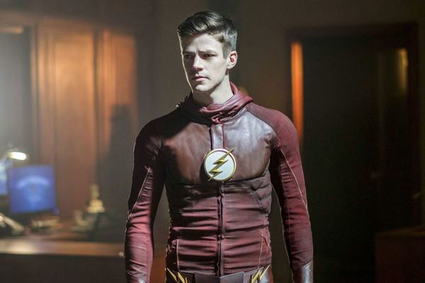 'The Flash' Season 5 Poster Reveals Barry's New Speedster Suit