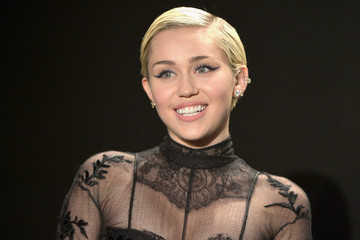 "Miley Cyrus Says She's ""Pansexual"" and ""Not in a Relationship"""