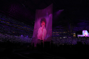 Justin Timberlake Listens to Fans, Pays Tribute to Prince Sans Hologram