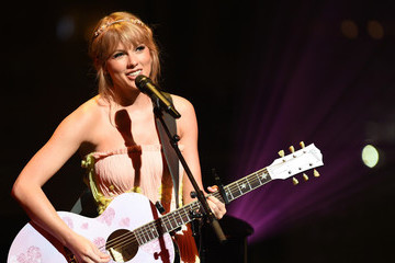 Taylor Swift Promises New Album Will Get 'Political'