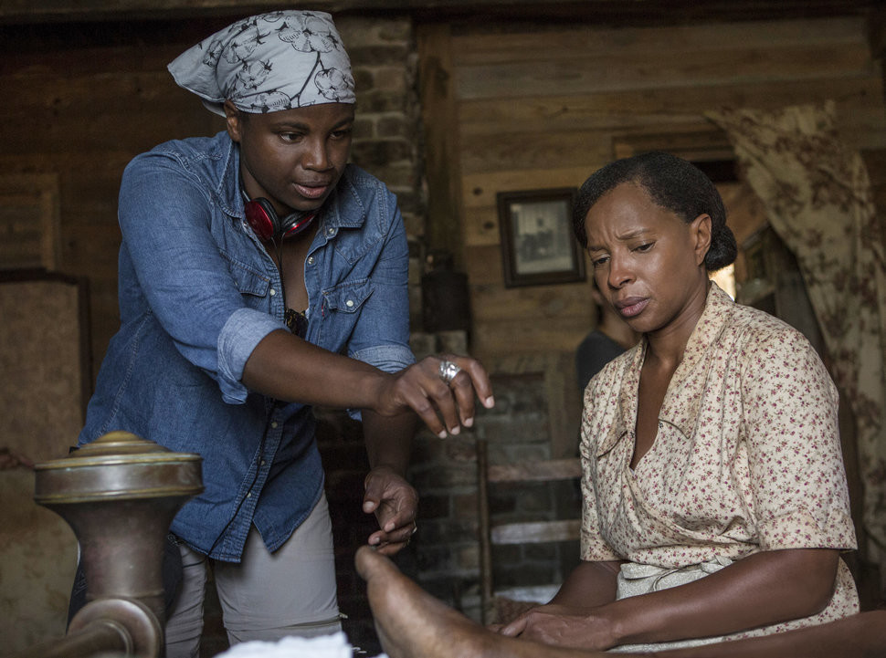 Dee Rees directs Oscar nominee Mary J. Blige in Mudbound. (Netflix)