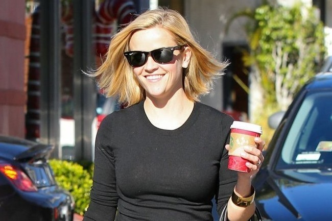 Reese Witherspoon Masters the Art of Shopping Style
