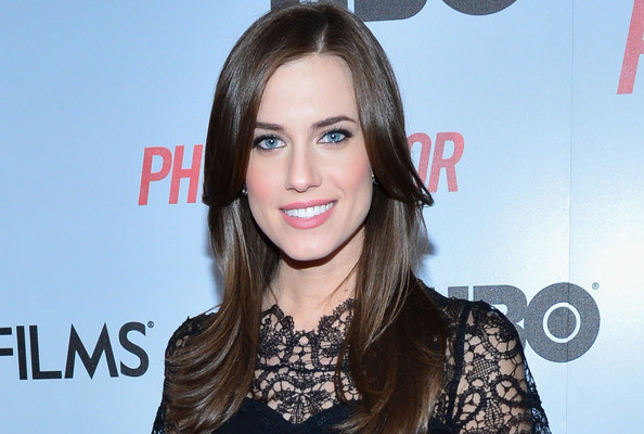 Allison Williams Is the Most Type-A Makeup Junkie Ever, Patrick Robinson Plots His Comeback, and More!