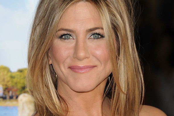 Jennifer Aniston's Hair Icon (Revealed!), 'Man-icures' Are On the Rise, and More