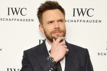 6 Joel McHale Gifs to Predict His 'X-Files' Character's Reaction to the Supernatural