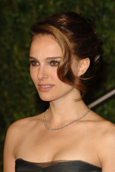 natalie portman haircut 2010. Natalie Portman always looks flawless when she hits the red carpet.