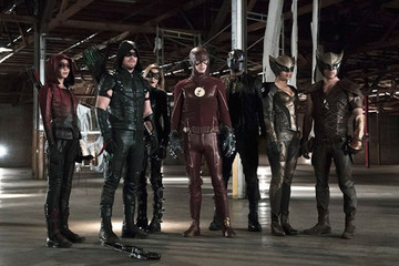 The First 'Flash' and 'Arrow' Crossover Photo Has Been Released