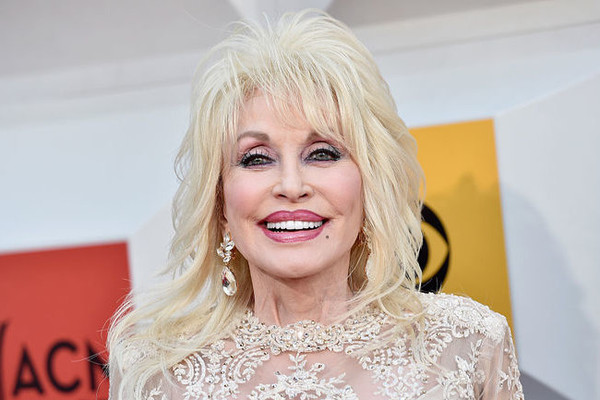 Dolly Parton sets not one, but two Guinness World Records