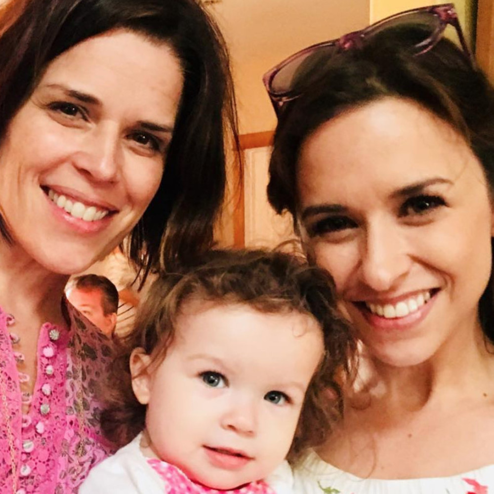 Celebrities You Didn T Know Were Friends: Neve Campbell And Lacey Chabert