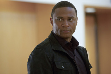 'Arrow' New Photos: Diggle's in Over His Head
