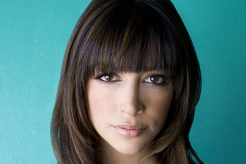 'New Girl' Star Hannah Simone on the Future of the Series, Working With Schwarzenegger, & Her Wild New Survival Show 'Kicking & Screaming'
