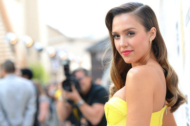 Jessica Alba Heats Up Summer in Citrus Hues