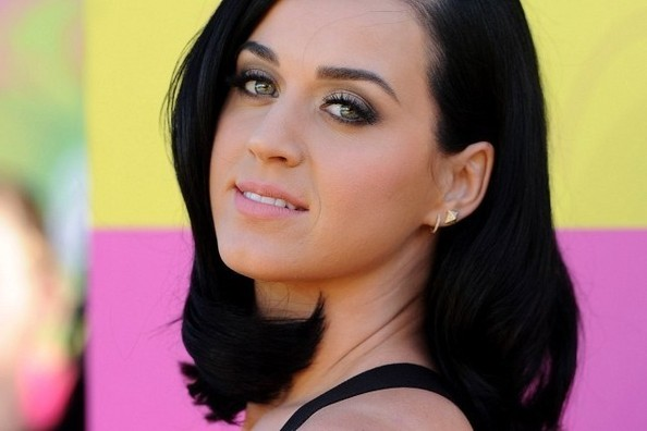 Katy Perry Spills the Secrets Behind Her Beauty Routine [VIDEO]
