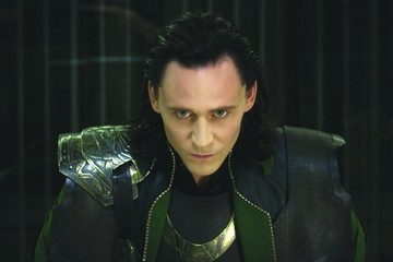 10 Sexy Tom Hiddleston GIFS That Will Make You Fall in Love with Him (Again)