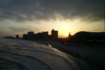 Atlantic City Journal - Day 2: Moments of Sublime Beauty, Buffet Corn Nuggets, and One Iconic AC Dining Experience