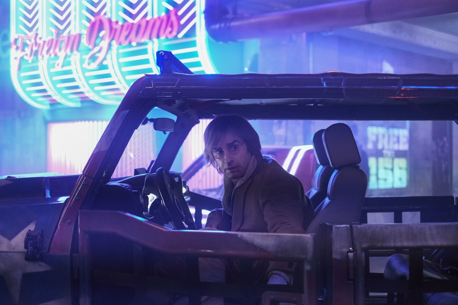 Justin Theroux in Mute. (Netflix)
