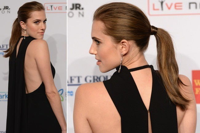 Allison Williams Pulls Off Sophisticated Glamour