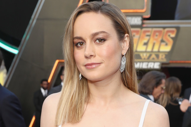 Brie Larson Makes Her Debut As Captain Marvel And Her Suit Does Not Disappoint Screen News Zimbio Captain marvels star chest emblem, based on the costume in the upcoming marvel studios movie. brie larson makes her debut as captain