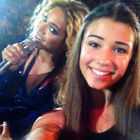 Beyonce's Mid-Song Photobomb