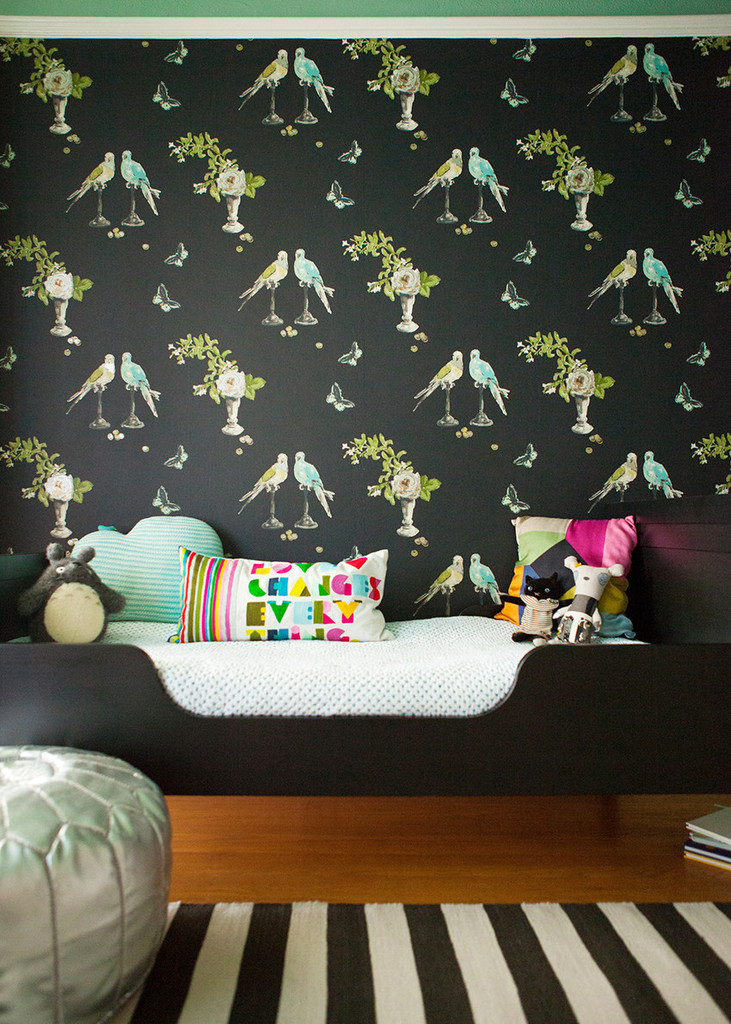 Perroquet wallpaper in a child's bedroom | Lonny.com