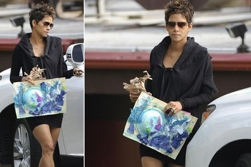 Hale Berry covers her belly with Nahla's painting.