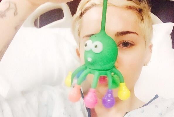 In Case You're Wondering, Miley Cyrus is Still Miserable