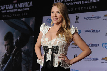 Scarlett Johansson Shows Off Her Baby Bump, Giant Diamond on the Red Carpet