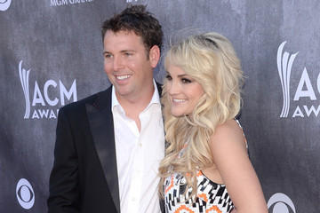 Jamie Lynn Spears Shows Off Her Wedding Ring and Husband Jamie Watson on the Red Carpet