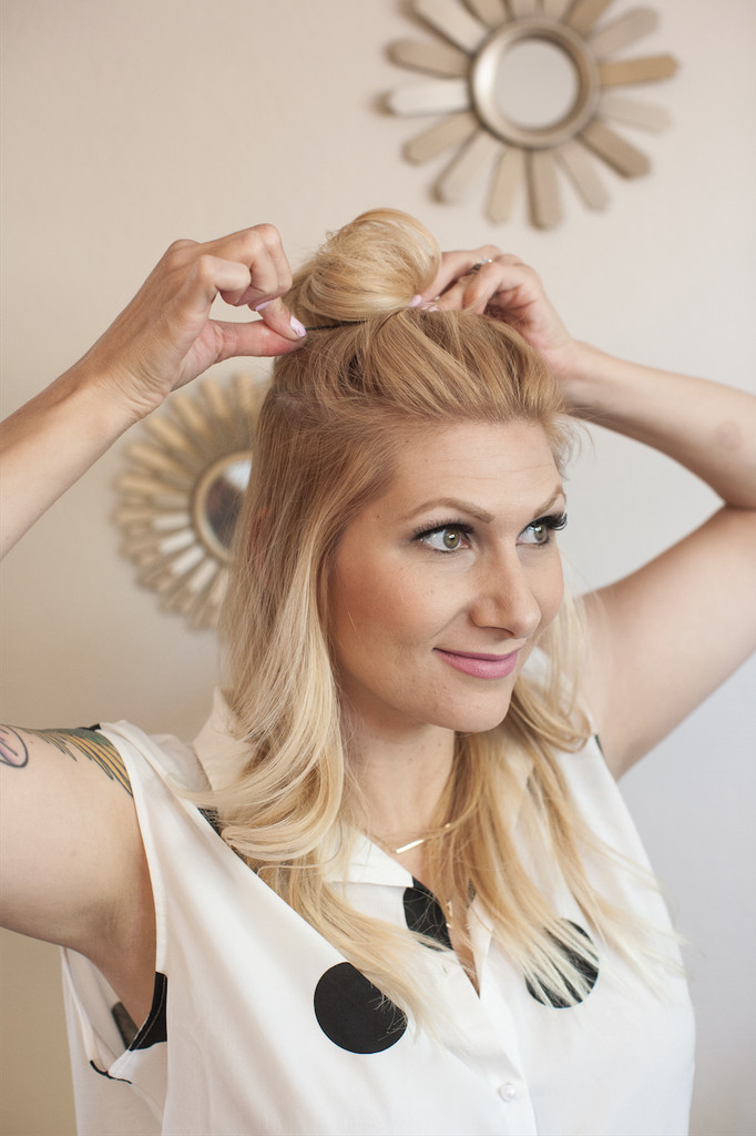 Hair DIY Hollywood's Favorite Casual Top Knot