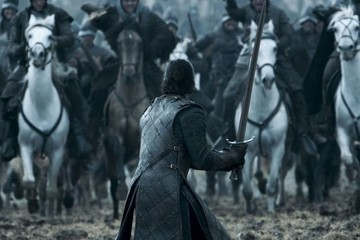This GIF of Jon Snow's Rubber Sword Might Cost Him Some Nerd Cred
