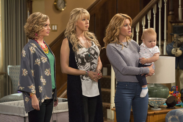 New 'Fuller House' Photos Feature the Family Reunion We've All Been Waiting For